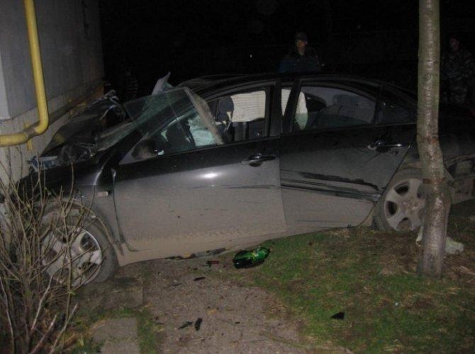 В Керчи автомобиль врезался в дом погибли четыре человека 2.jpg