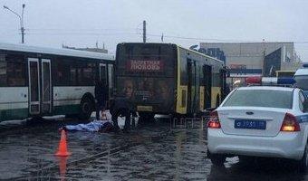 Кондуктор погибла под колесами маршрутки в Петербурге