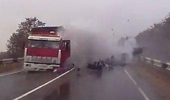 На Кубани в ДТП с КАМАЗом погиб водитель ВАЗа