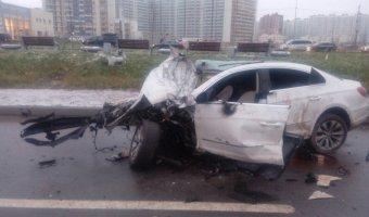 На Дальневосточном проспекте при столкновении Volkswagen со столбом погибла девочка