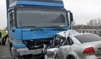 Двое погибли в ДТП с грузовиком в Твери