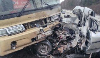 Возле Ачита в ДТП с автобусом погиб человек