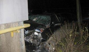 В Керчи автомобиль врезался в дом: погибли четыре человека