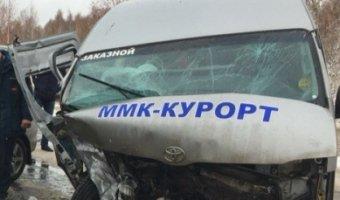 В Башкирии в ДТП с микроавтобусом пострадали восемь человек