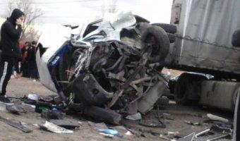 В Волгограде в ДТП с маршруткой и грузовиком погиб мужчина и ребенок