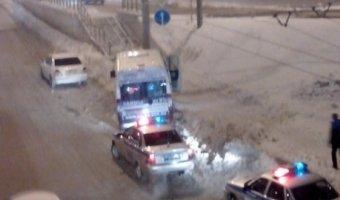 В Новосибирске при столкновении маршрутки со столбом пострадали три человека