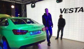 Российские дилеры представили новый Lada Vesta в рамках ночного презентационного шоу
