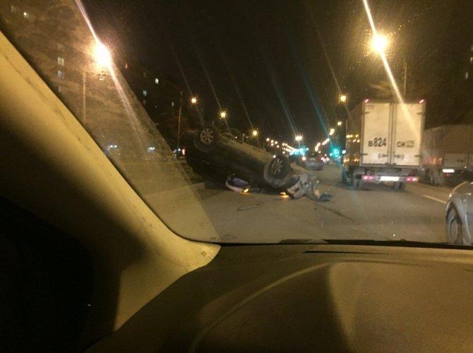 В Петербурге из перевернувшегося внедорожника сбежал водитель (3).jpg