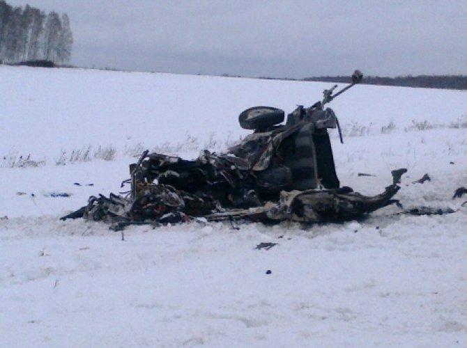 Под Богдановичем на трассе Тюмень - Екатеринбург в ДТП погибли три человека (4).jpg