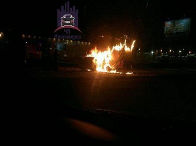 Пьяная автоледи из Красноярска сожгла две машины 2.jpg