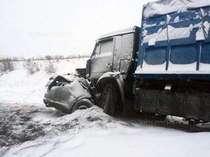 Под Саратовом в ДТП с КАМАЗом погибли четыре человека (3).jpg