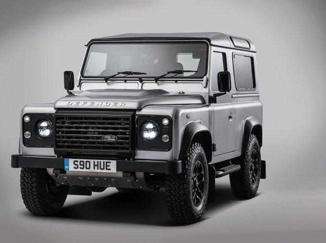 Land Rover Defender (2).jpg