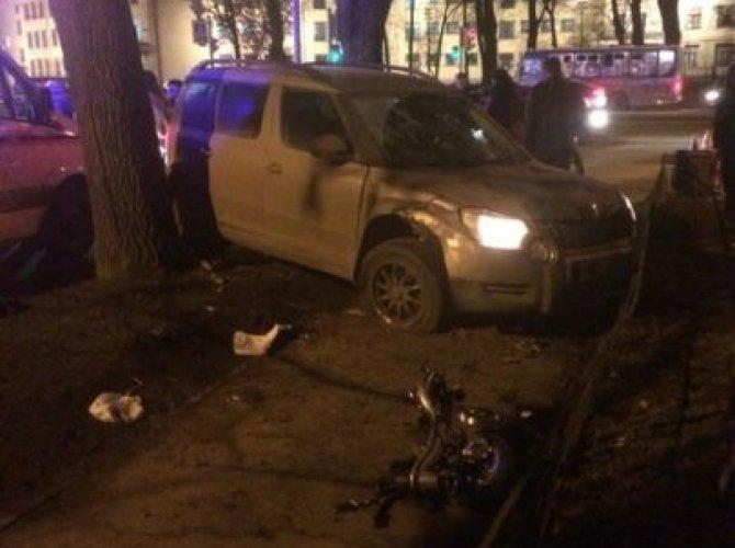 На Стачек женщина сбила четырех человек на тротуаре (2).jpeg