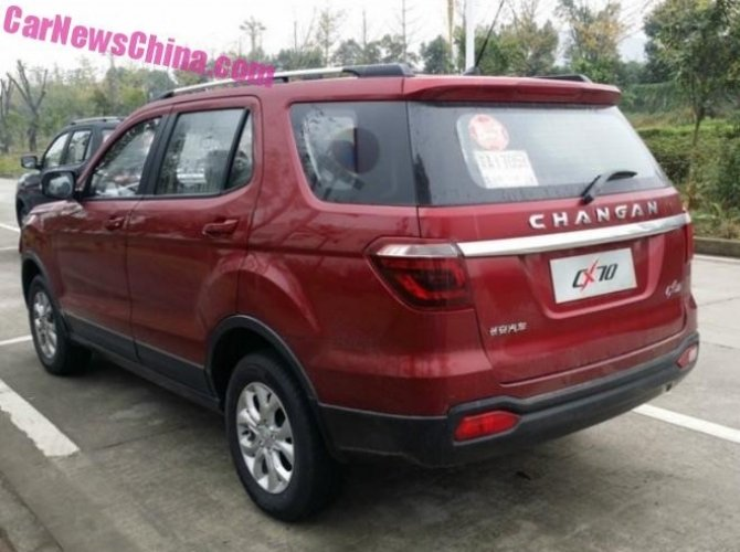 В Сеть выложили шпионские фото Changan CX70 4.jpg