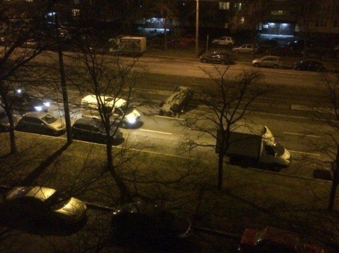 В Петербурге из перевернувшегося внедорожника сбежал водитель (1).jpg