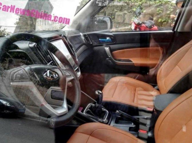 В Сеть выложили шпионские фото Changan CX70 3.jpg