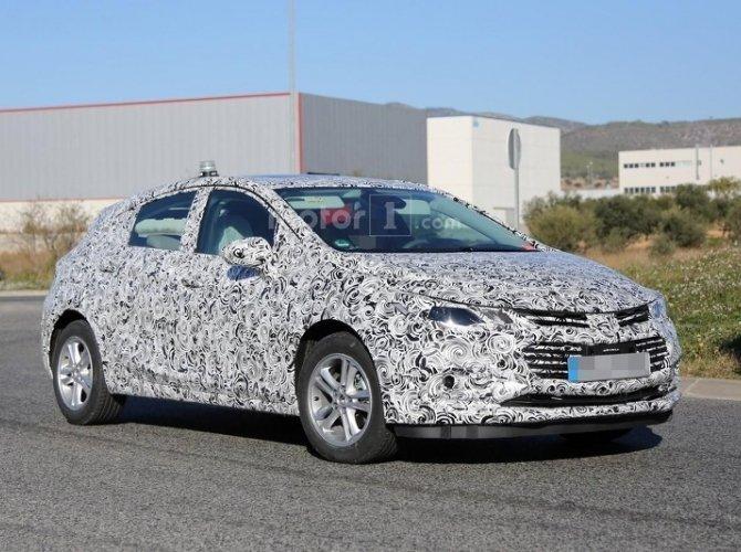 Обновленный Chevrolet Cruze 2017 был замечен в Европе (1).jpg