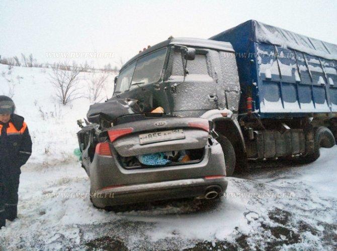 Под Саратовом в ДТП с КАМАЗом погибли четыре человека (1).jpg