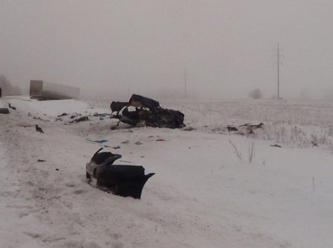 На трассе «Сибирь» в ДТП с фурой погибли три человека (1).jpg
