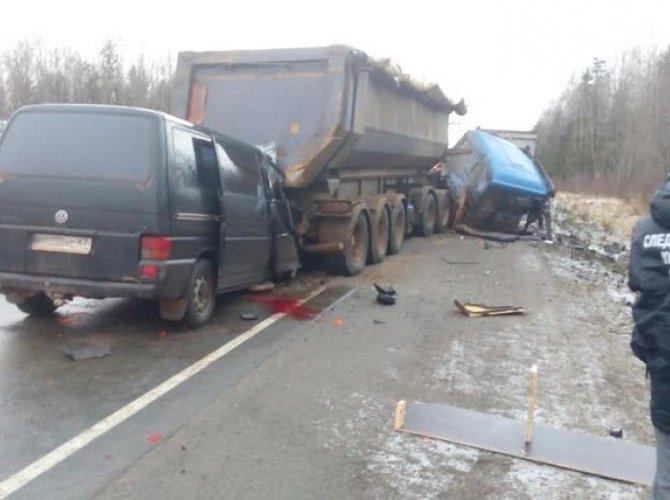 Под Петербургом в ДТП погибли четыре сотрудника УФСИН.jpg