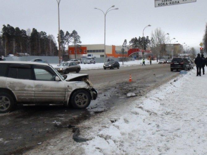 В Екатеринбурге Toyota сбила пятерых пешеходов: один человек погиб 1.jpg