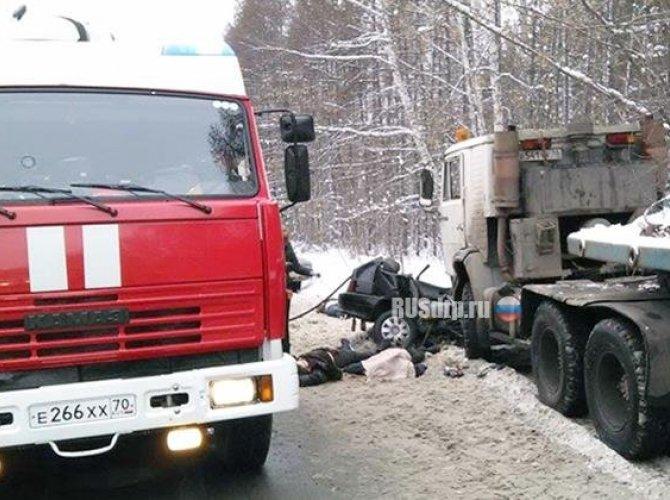 Три человека погибли в ДТП с КАМАЗом в Томске 5.jpg