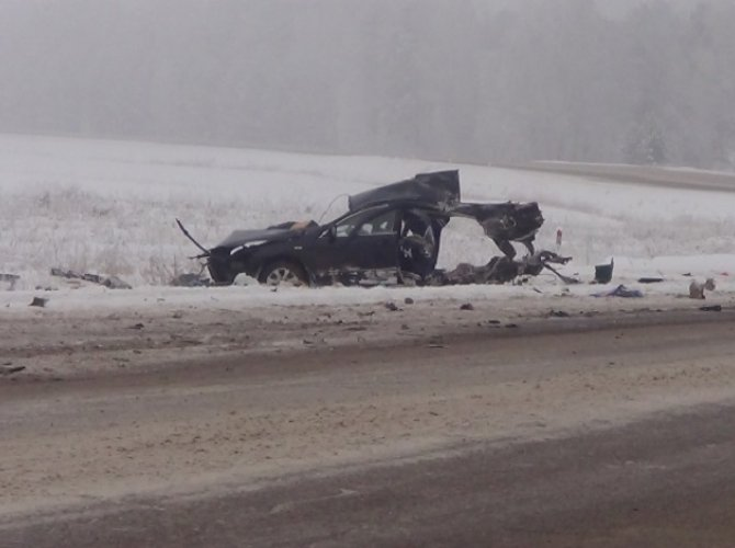 На трассе «Сибирь» в ДТП с фурой погибли три человека (5).jpg