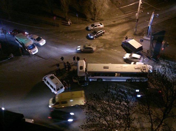 В Воронеже в ДТП с автобусом пострадали пять человек 1.jpg