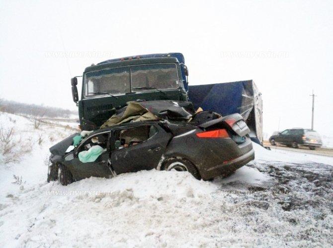Под Саратовом в ДТП с КАМАЗом погибли четыре человека (2).jpg