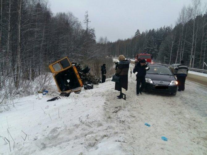 Под Верхней Пышмой в ДТП с автобусом пострадало пять человек (3).jpg