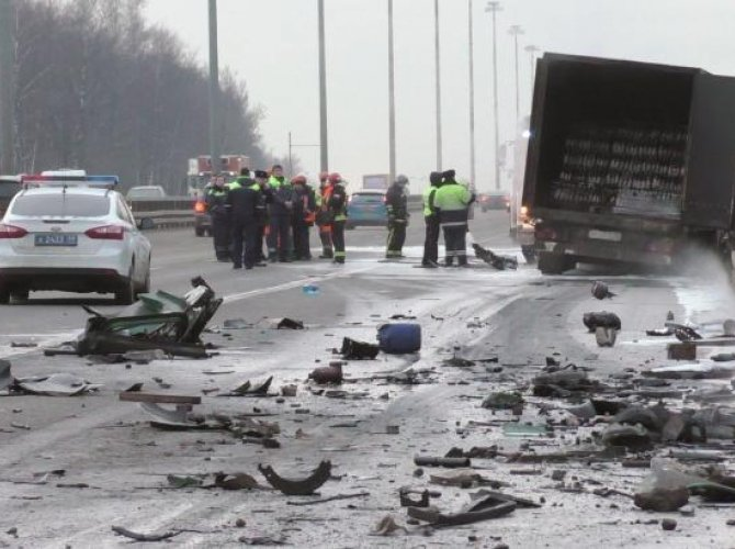 На Киевском шоссе в ДТП погиб водитель фургона 2.jpg
