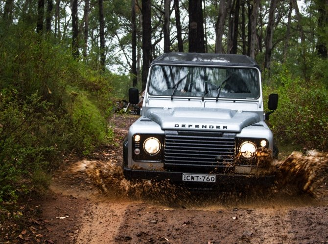 Land Rover Defender (1).jpg