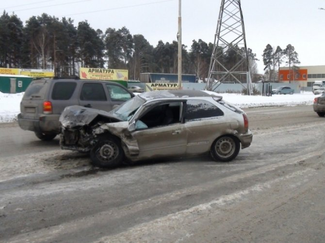 В Екатеринбурге Toyota сбила пятерых пешеходов: один человек погиб 2.jpg