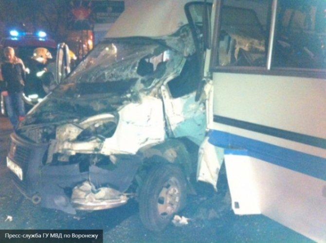 В Воронеже в ДТП с автобусом пострадали пять человек 2.jpg