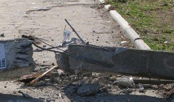 В Москве автомобиль врезался в столб: погиб человек