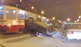 В Петербурге из перевернувшегося внедорожника сбежал водитель