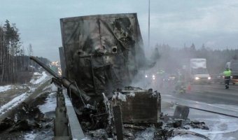 На Киевском шоссе в ДТП погиб водитель фургона