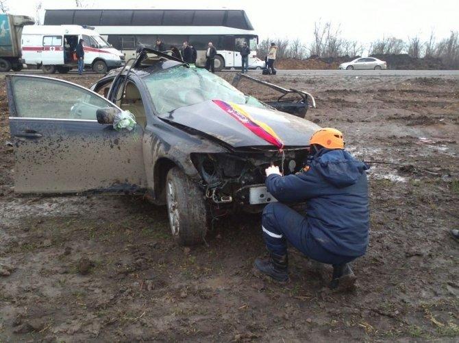 На трассе М4 «Дон» Lexus из свадебного кортежа попал в смертельное ДТП.jpg