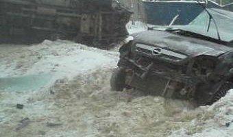 В результате столкновения  Opel Meriva и грузового Mitsubishi под Ростовом погибло две женщины