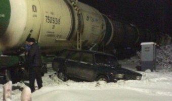 Под Мурманском «Жигули» попали под поезд