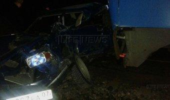 В Кабардино-Балкарии поезд столкнулся с легковым автомобилем: один человек погиб