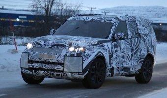 Land Rover Discovery заснят на зимних тестах