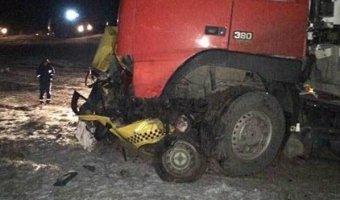 В Калмыкии фура раздавила такси с пассажирами