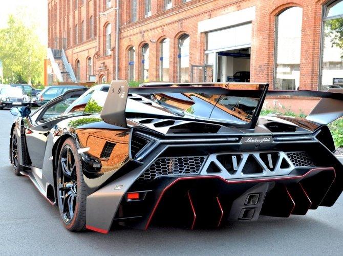 Lamborghini Veneno (1).jpg
