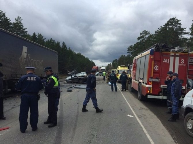 В страшном ДТП на трассе Курган – Омск погибли два человека (4).jpg