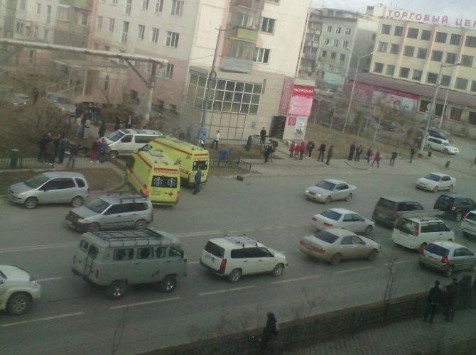 В Якутске автобус врезался в остановку погиб ребенок (2).jpg