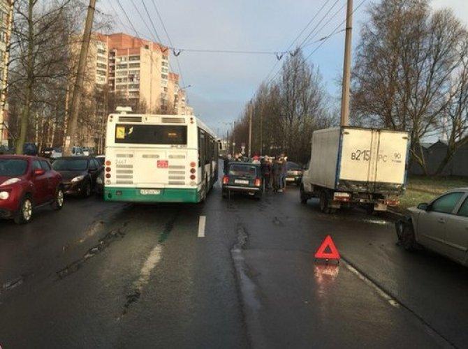 Утро субботы в Петербурге началось с множества ДТП (3).jpg