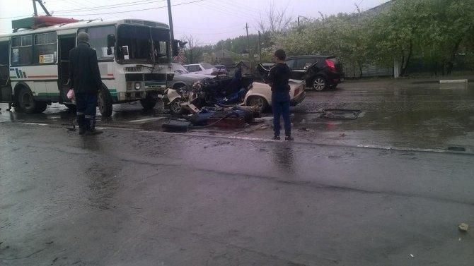 В Лисках при столкновении с автобусом погиб водитель ВАЗ-2105