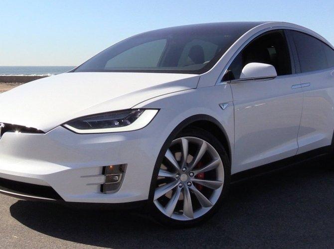 Tesla Model X (3).jpg