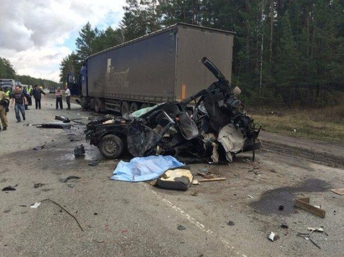 В страшном ДТП на трассе Курган – Омск погибли два человека (6).jpg